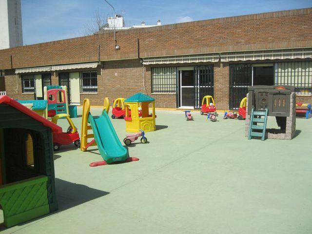 Instalaciones escuela infantil los tulipanes de linares for Dependencias de la escuela